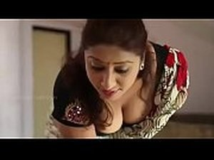 Hot aunty deep cleavage